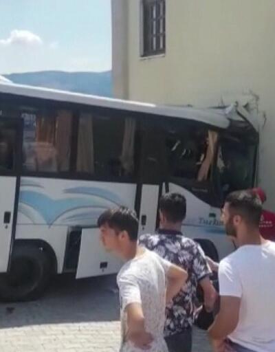 Son dakika... Jandarmaları taşıyan minibüs ile otomobil çarpıştı | Video