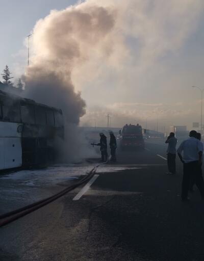 Son dakika... Kocaeli'de seyir halindeki yolcu otobüsü yandı