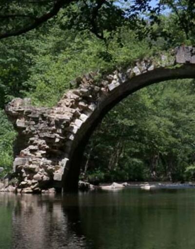 Asırlara meydan okuyor! Ayakları farklı ülkelerde olan tarihi köprü turizme kazandırılacak