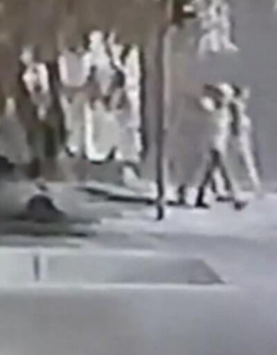 Balkondan sokağa kurşun yağmuru | Video
