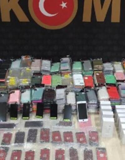 Son dakika... 100 bin TL değerinde kaçak telefon aksesuarları ele geçirildi