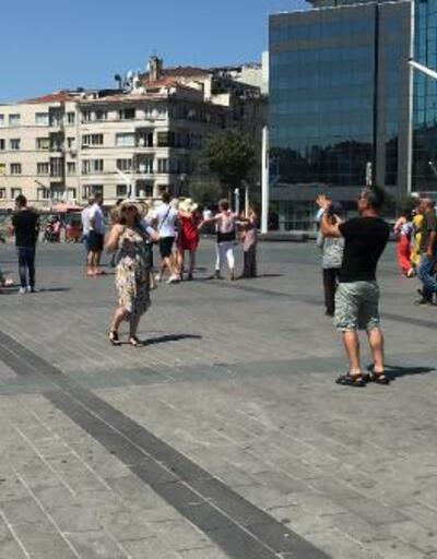 Son dakika... Taksim'de turistler maske ve sosyal mesafeyi hiçe saydı