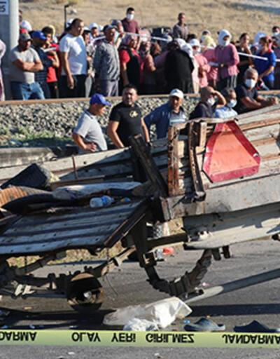 Son Dakika! Manisa'da panelvan traktöre çarptı : 2 ölü, 11 yaralı | Video