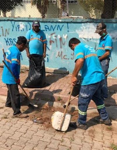 Ceyhan Belediyesi temizlik ekipleri çalışmalarına devam ediyor