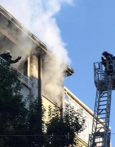 5'inci kattaki ev yandı