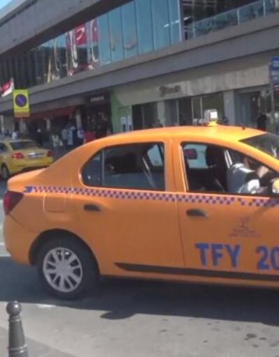 Taksici yaralı kadını aracına almadı | Video