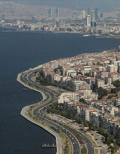 İzmir'de Kovid-19 nedeniyle sosyal etkinlikler ertelendi