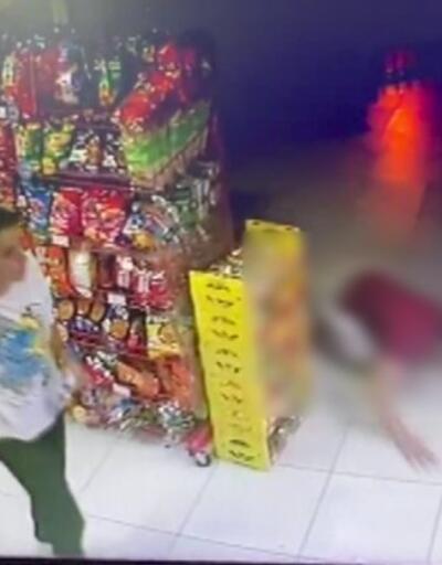 Tartıştığı grup tarafından bıçaklandı, sürünerek markete sığındı   Video
