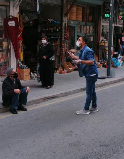 Karantina kurallarına uymayan ayakkabı boyacısını polis yakaladı