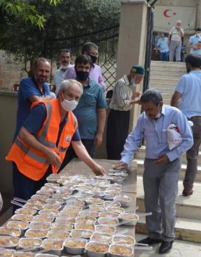 Kozan Belediyesi'nden hayırseverlerin desteği ile 2 bin kişilik aşure ikramı
