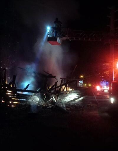 Dörtdivan'da ev ve odunluk yangını