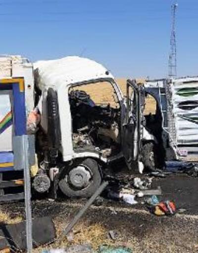 Son dakika.. Diyarbakır'da çöp kamyonuyla kamyonet çarpıştı: 2 ölü, 2 yaralı