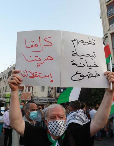"""Yüzlerce kişi sokağa döküldü! """"Dolar için Kudüs'ü sattılar"""""""