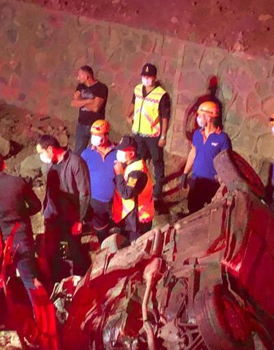 Takla atan otomobil şarampole devrildi: 3 ölü, 2 yaralı