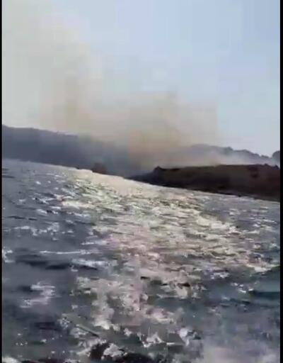 Tekneden atılan işaret fişeği adayı yaktı