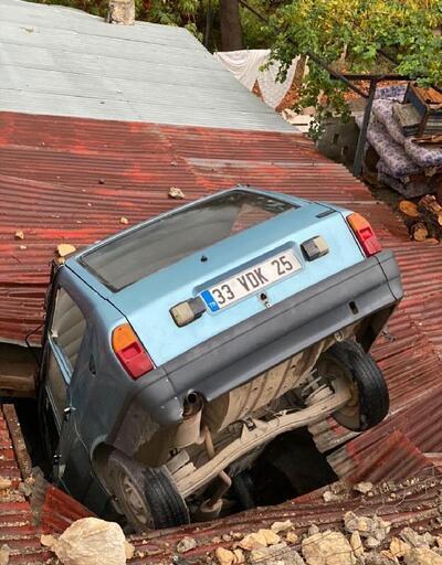 Son dakika haberleri.. Kontrolden çıkan otomobil evin çatısına düştü