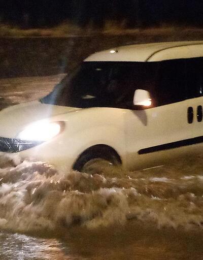 Son Dakika Haberleri: Sağanak yağış sonrası yollar göle döndü!