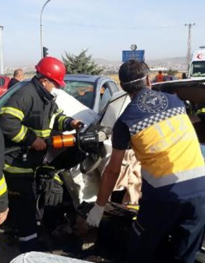 Son dakika.. Otomobil, kırmızı ışıkta duran otomobile çarptı: 6 yaralı