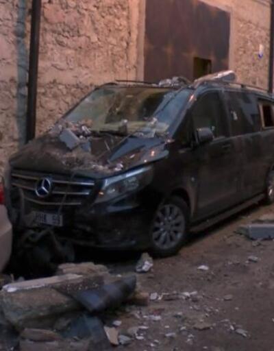 İzmir'de duvar çöktü: 5 araç kullanılamaz hale geldi