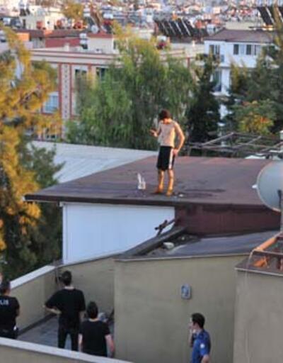 Yürekler ağza geldi! İntihar için çıktığı çatıda sızdı