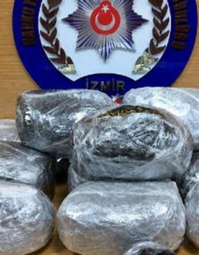 İzmir polisi 12 kilo 328 gram uyuşturucu ele geçirdi