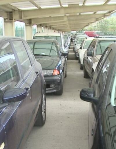Gümrükteki araçlara yoğun ilgi | Video