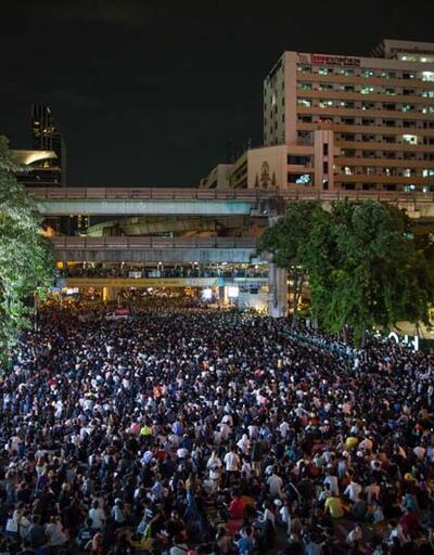 Yüzlerce kişi başkente yürüdü! Tayland'da OHAL ilan edildi
