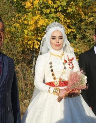 Sanatçı Aydın Aydın, köydeki evinin bahçesini 5 yıldır düğün ve taziyelere açıyor