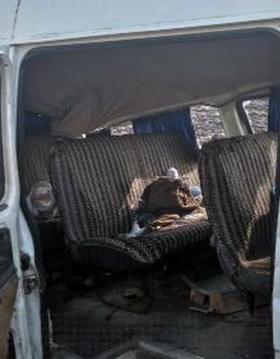 Minibüs tarlaya yuvarlandı: 1'i bebek, 5 yaralı