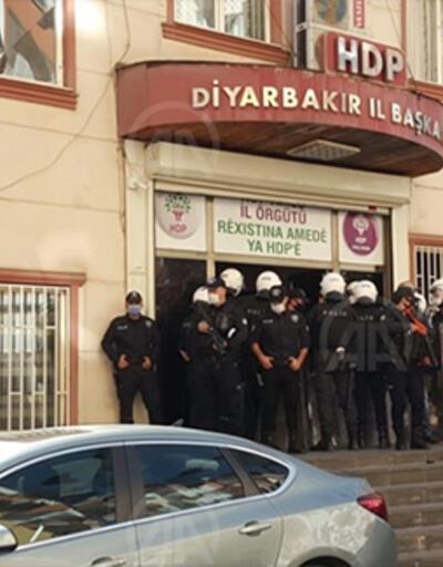 Son dakika.. Diyarbakır HDP il binasında polis araması yapılıyor