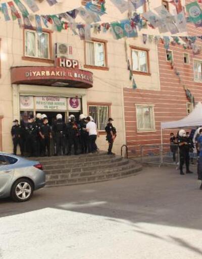 Son dakika... HDP Diyarbakır il eş başkanları gözaltına alındı | Video