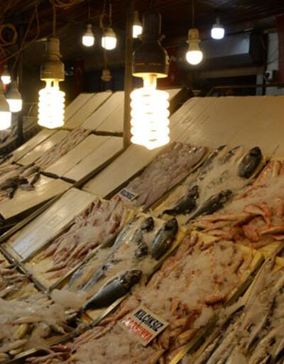 Balık tezgahlarında akıllara durgunluk veren ışık hilesi