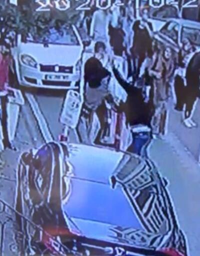 Borç kavgası kanlı bitti: Bir kişi bıçakla yaralandı | Video