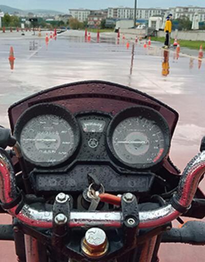 Yağmurda motosiklet kullanırken bunlara dikkat edin