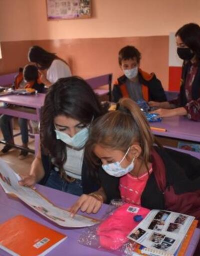 Mardin'de 950 öğrenciye kırtasiye ve kıyafet