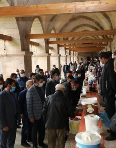 360 yıllık kervansaraya yoğurt pazarı kuruldu