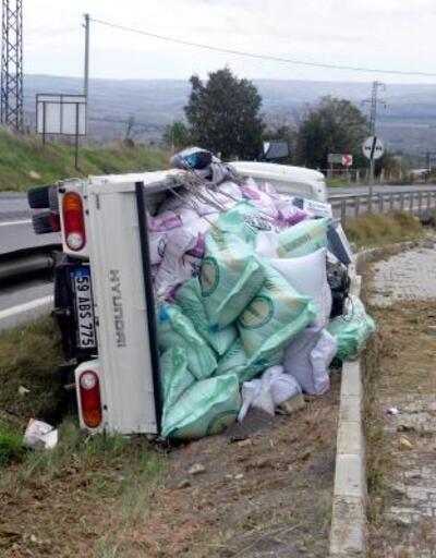 Devrilen kamyonette 3 kişi yaralandı