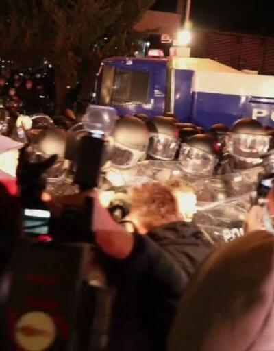 Eylemciler seçim komisyonu binası önünde toplandı | Video