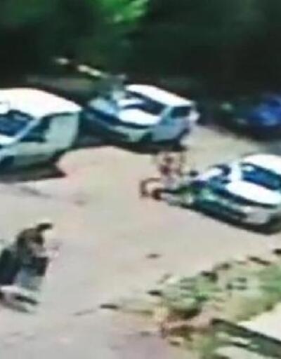 Köpeklerden kaçarken otomobile çarptı