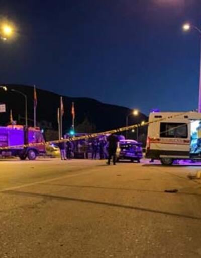 Otomobille kamyonet çarpıştı: 1 ölü, 5 yaralı