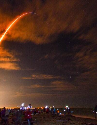 NASA, 4 astronotu taşıyan SpaceX'e ait uzay aracını fırlattı | Video