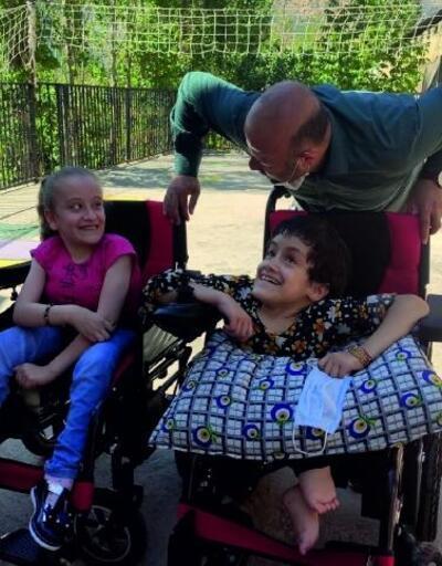 Hayırseverlerden toplanan sandalyeler engellilere dağıtıldı