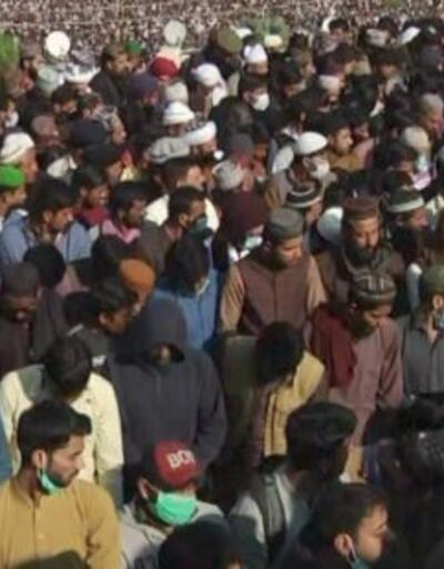 Pakistan'da cenazede izdiham | Video