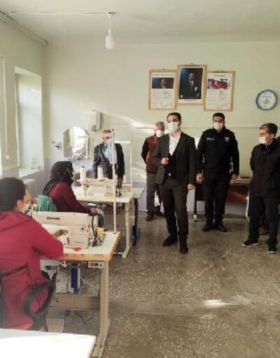 Kadınların ürettiği maskeler ilçe halkına ücretsiz dağıtıldı