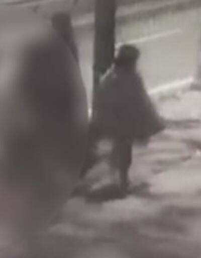 12 yaşındaki çocuğu, annesi ile yürürken taciz etti   Video
