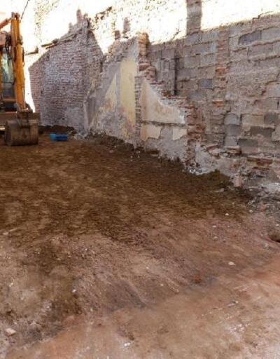 Osmangazi Belediyesi madde bağımlılarının kaldığı metruk binayı yıktı