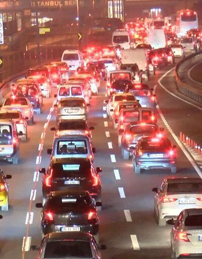 İstanbul'da kısıtlamanın başlamasının ardından trafik yoğunluğu