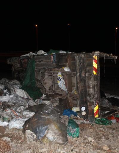 Kamyonet ile otomobil çarpıştı: 2 ölü, 4 yaralı
