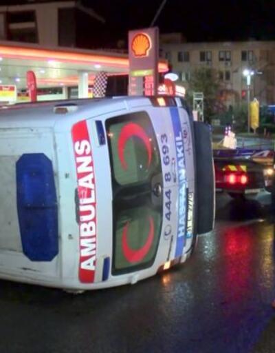 Ambulans önce minibüse sonra bariyerlere çarptı | Video