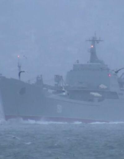 Rus savaş gemileri Boğaz'dan geçti | Video
